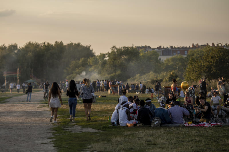 BERLIN, GERMANY - JULY 25: Visitors enjoy warm weather in Mauerpark in Berlin on July 25, 2020 in Berlin, Germany. For the German capital, the COVID-19 pandemic has been economically devastating, as its liveihood depends on partygoers and tourism. But many people use warm weather for gatherings and parties in the parks, as Germany braces for a second coronavirus wave amid rising infections. (Photo by Maja Hitij/Getty Images)