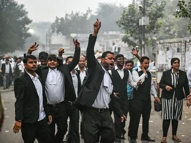 Tis Hazari violence: Lawyers of Delhi district courts to hold protest march today, demonstration expected at India Gate on 15 Nov