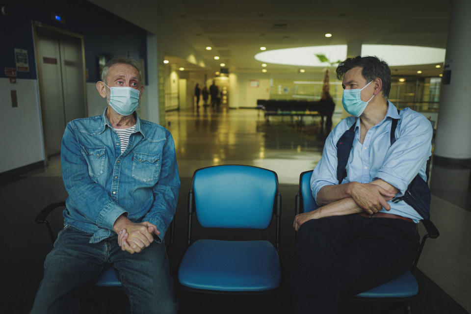 Michael Rosen with his Consultant Hugh Montgomery in The Whittington Hospital. (ITV)