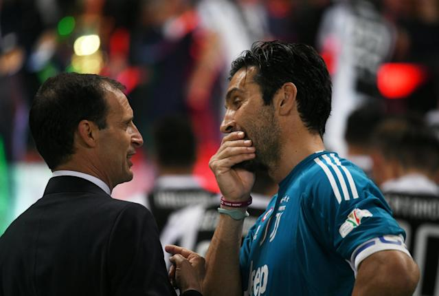 Soccer Football - Coppa Italia Final - Juventus vs AC Milan - Stadio Olimpico, Rome, Italy - May 9, 2018 Juventus coach Massimiliano Allegri celebrates with Gianluigi Buffon after winning the Coppa Italia REUTERS/Alberto Lingria