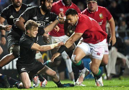 Rugby Union - British and Irish Lions vs Maori All Blacks - Rotorua, New Zealand - June 17, 2017 - British and Irish Lions player Ben Te'o is tackled by Maori All Blacks player Damian McKenzie.      REUTERS/Stringer