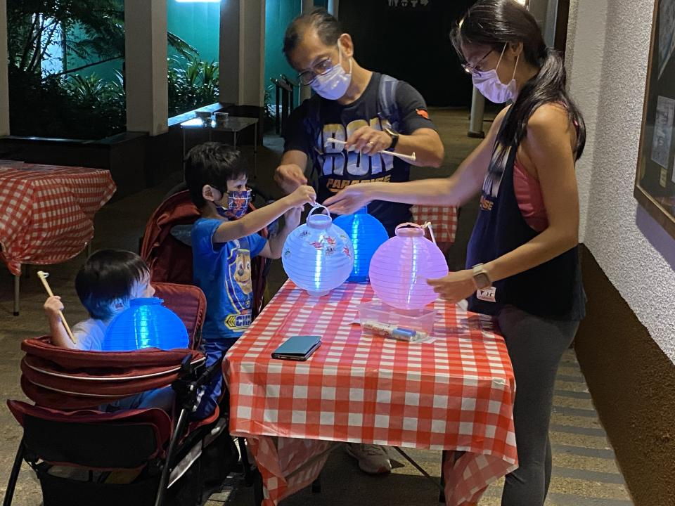 Redeem 1 lantern each ticket, decorate it, and off you go on the walk! (Photo: Singapore Zoo)