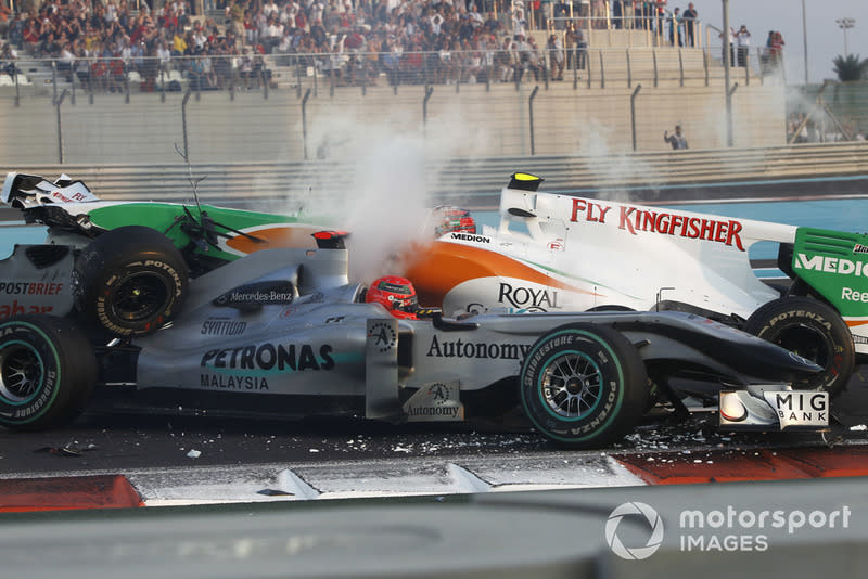 "Accidente entre Michael Schumacher, Mercedes GP MGP W01, y Vitantonio Liuzzi, Force India VJM03<span class=""copyright"">Andrew Ferraro / Motorsport Images</span>"