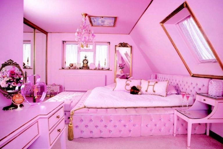 <p>Barbara Cartland, eat your heart out… If the queen of romantic fiction could have written a better description of her ultimate dreamy bedroom, then this would have been her inspiration. The mansion has six bedrooms, perfect for hen and stag do's. </p>