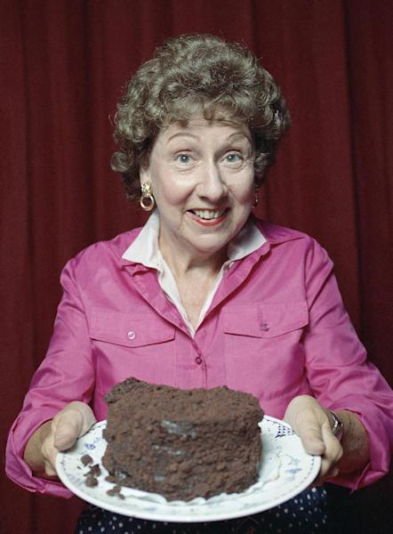 """This 1991 file photo shows Jean Stapleton in the off-Broadway musical theater piece called """"Bob Appetit."""" (AP Photo)"""