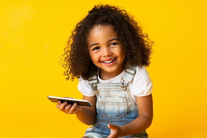 Experts say setting up phone dates with your child's friends can help solidify friendships. (Photo: Getty)