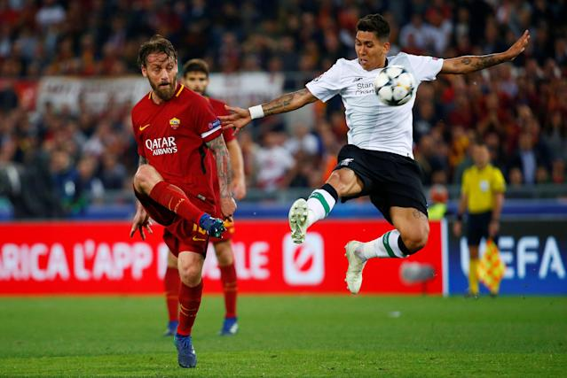 Soccer Football - Champions League Semi Final Second Leg - AS Roma v Liverpool - Stadio Olimpico, Rome, Italy - May 2, 2018 Liverpool's Roberto Firmino in action with Roma's Daniele De Rossi REUTERS/Tony Gentile