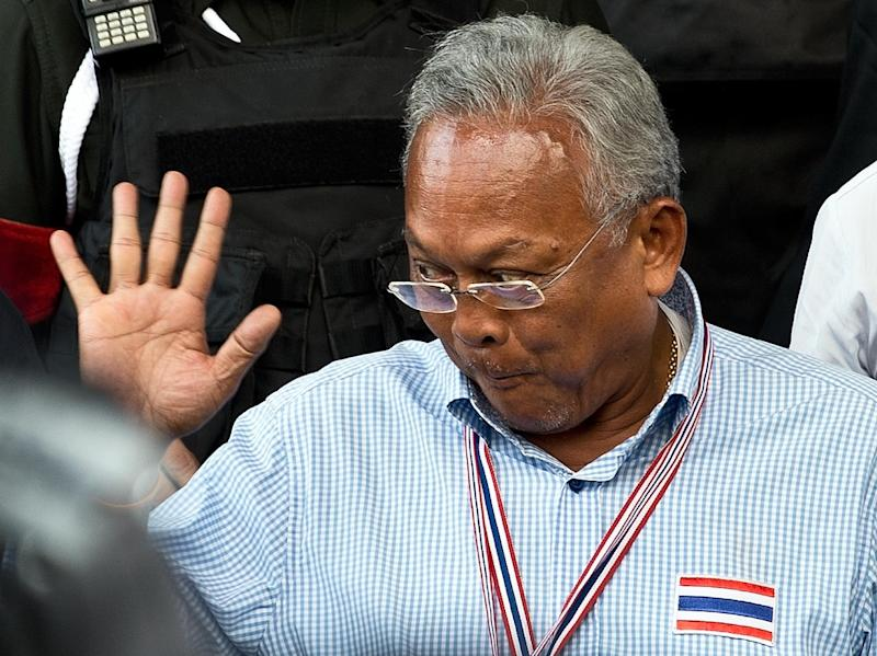 Suthep Thaugsuban (C), a firebrand leader of the recent anti-government protests, leaves the Criminal Court in Bangkok, on May 26, 2014 (AFP Photo/Manan Vatsyayana)