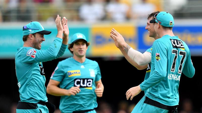AB de Villiers celebrates with James Pattinson during Brisbane Heat's BBL win over Adelaide