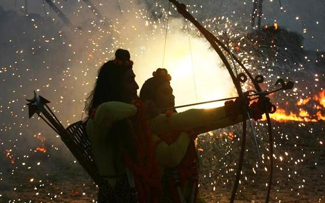 <p>Uttar Pradesh Shia Central Waqf Board said that it would gift 10  silver arrows for Lord Ram statue in Ayodhya. In a letter to CM Yogi  Adityanath, Shia board chairman said the construction of the statue  would put UP on the world map.</p><p> </p>