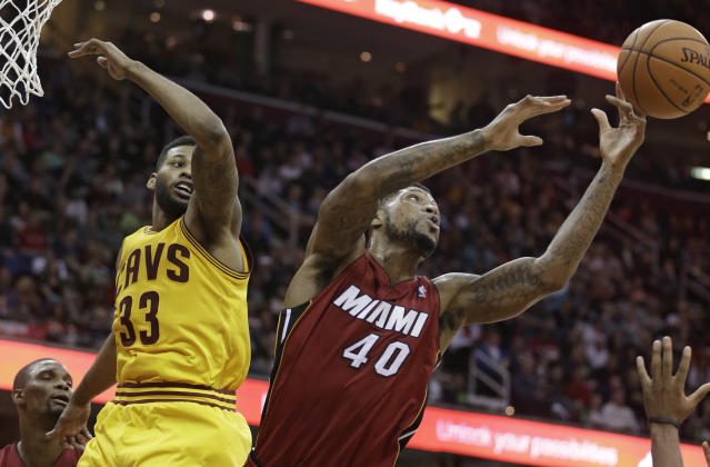 Miami Heat's Udonis Haslem, right, grabs a rebound ahead of Cleveland Cavaliers' Alonzo Gee during the second quarter of an NBA basketball game Tuesday, March 18, 2014, in Cleveland. (AP Photo/Tony Dejak)