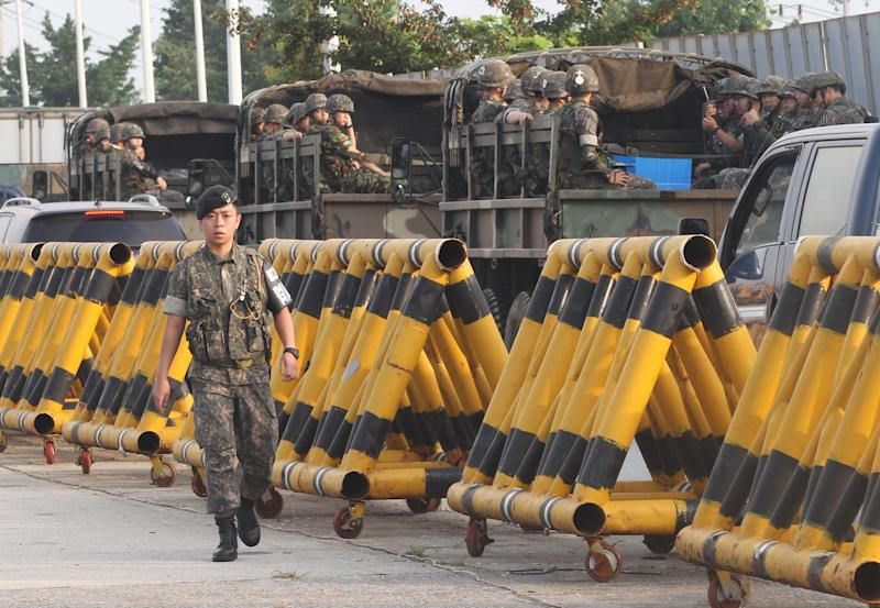2 Koreas hold crucial talks on factory complex