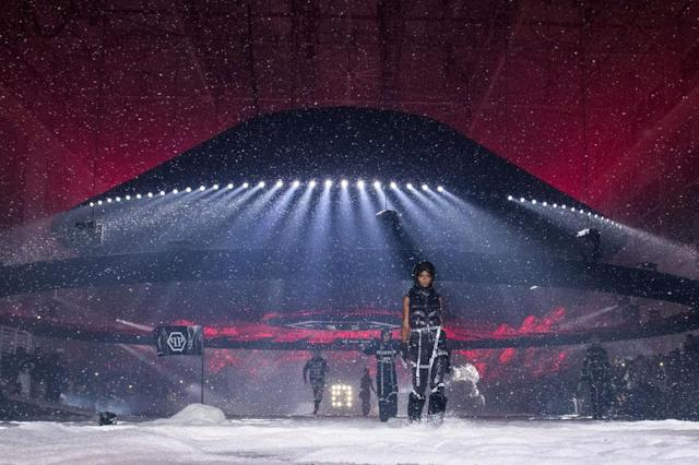 <p>Models walk during the Philipp Plein FW18 show. (Photo: Getty) </p>