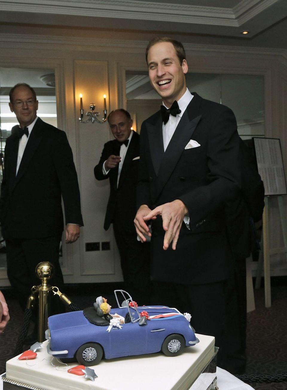 <p>Prince William laughed when he noticed a special cake, portraying him and Kate driving a convertible after their wedding. </p>