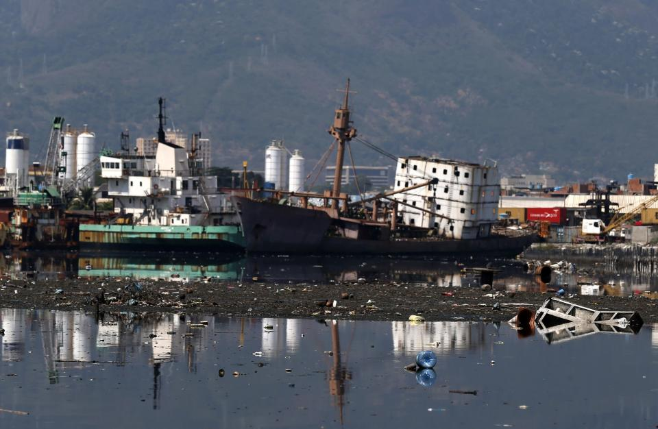 Old ships are seen at the Guanabara Bay in Rio de Janeiro March 12, 2014. REUTERS/Sergio Moraes