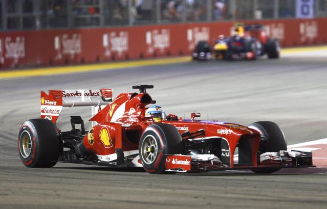 Ferrari Formula One driver Fernando Alonso of Spain races during the Singapore F1 Grand Prix at the Marina Bay street circuit in Singapore September 22, 2013. REUTERS/Edgar Su (SINGAPORE - Tags: SPORT MOTORSPORT F1)