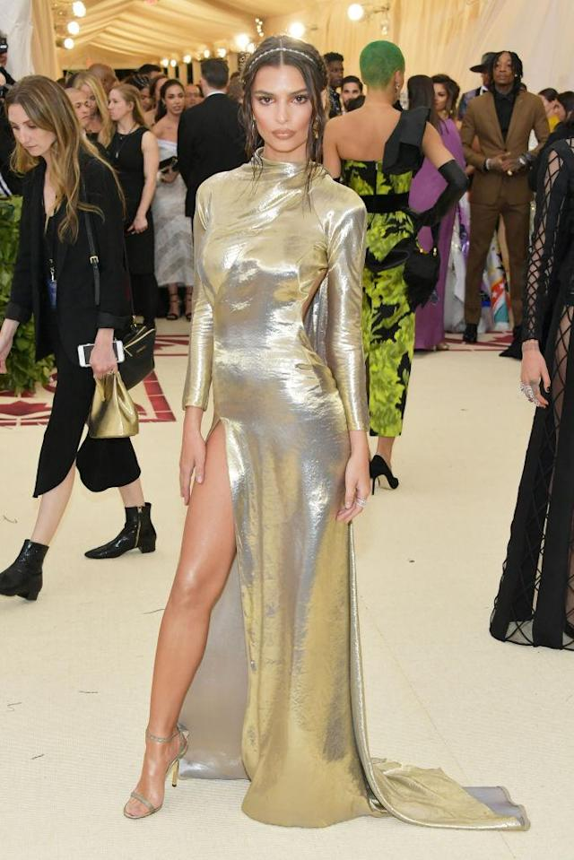 <p>Ratajkowski was draped in Marc Jacobs gold, with a thigh-high slit and open back. (Photo: Getty Images) </p>