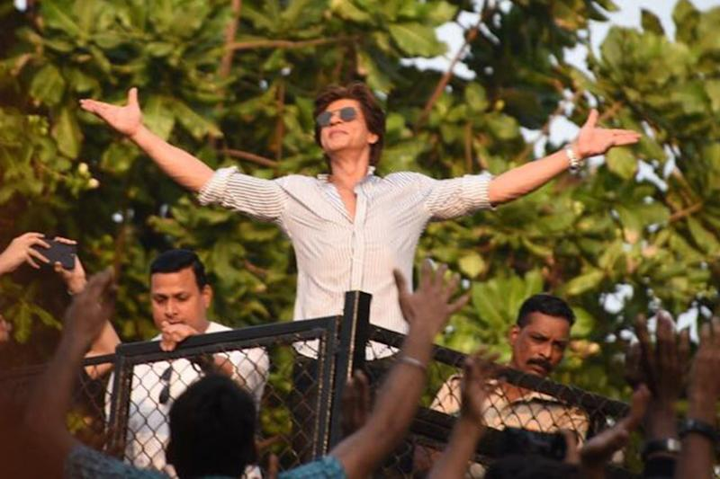 Watch: Shah Rukh Khan Takes Fans On A Tour Of Dubai Like Never Before