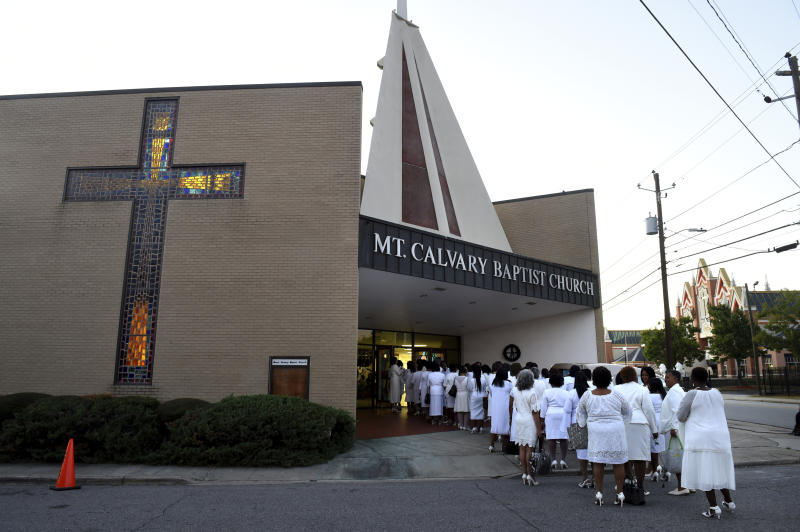Ladies from Alpha Kappa Alpha sorority line up outside Mt. Calvary Baptist Church for the viewing of opera star Jessye Norman in Augusta, Ga., Thursday, Oct. 10, 2019. (Michael Holahan/The Augusta Chronicle via AP)