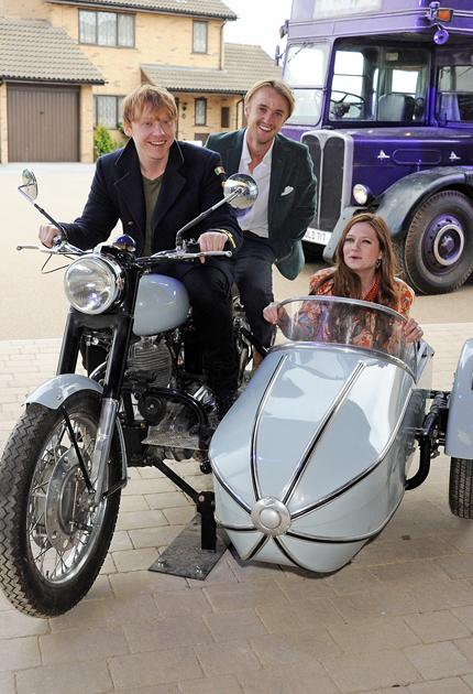 Harry Potter premiere: Before walking the red carpet, Bonnie Wright, Tom Felton and Rupert Grint messed around on set.