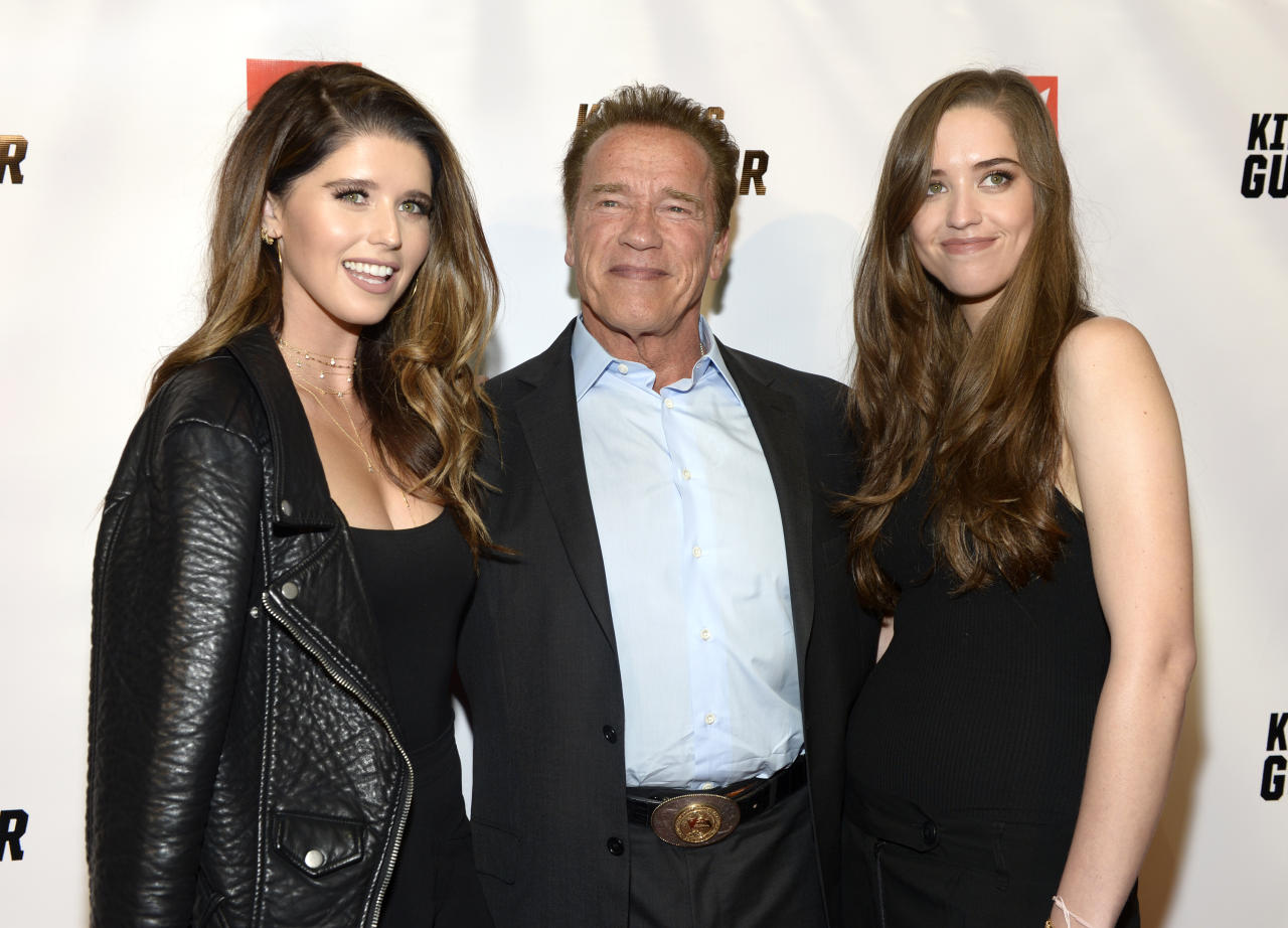 Katherine Schwarzenegger, Arnold Schwarzenegger e Christina Schwarzenegger insieme sul red carpet di un evento del 2017 a Los Angeles, California. (TARA ZIEMBA/AFP/Getty Images)