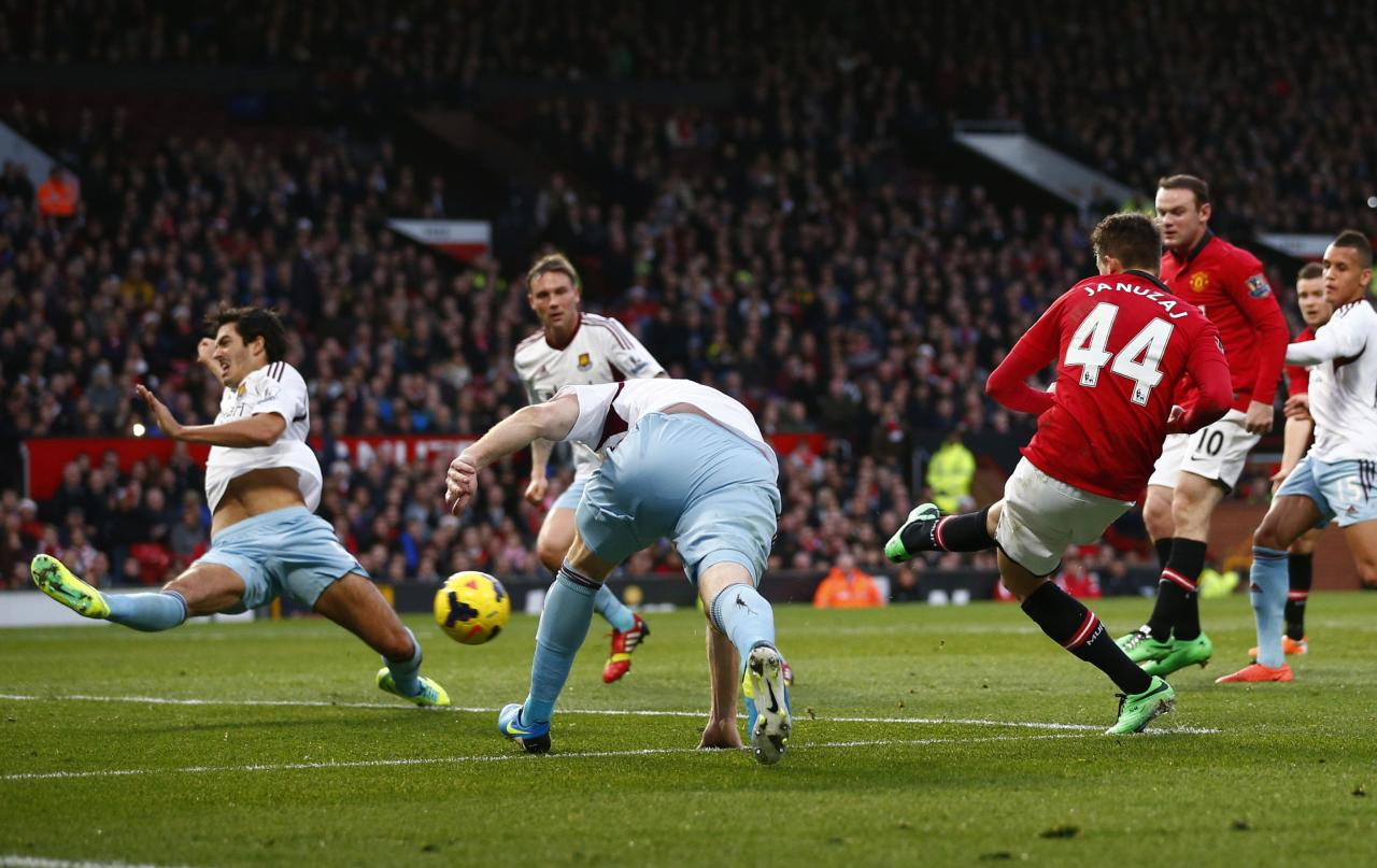 """Manchester United's Adnan Januzaj (R) scores a goal against West Ham during their English Premier League soccer match at Old Trafford in Manchester, northern England, December 21, 2013. REUTERS/Darren Staples (BRITAIN - Tags: SPORT SOCCER) FOR EDITORIAL USE ONLY. NOT FOR SALE FOR MARKETING OR ADVERTISING CAMPAIGNS. NO USE WITH UNAUTHORIZED AUDIO, VIDEO, DATA, FIXTURE LISTS, CLUB/LEAGUE LOGOS OR """"LIVE"""" SERVICES. ONLINE IN-MATCH USE LIMITED TO 45 IMAGES, NO VIDEO EMULATION. NO USE IN BETTING, GAMES OR SINGLE CLUB/LEAGUE/PLAYER PUBLICATIONS"""