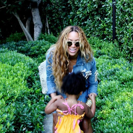 <p>While taking a stroll, Bey and Blue are caught in a candid moment.</p>