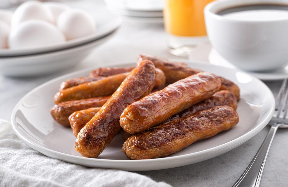 "<p>Sausage is quite a versatile food. It can be served for breakfast or dinner, and Midwesterners agree that it's pretty awesome — sausage is one <a href=""https://www.thedailymeal.com/cook/midwestern-breakfast-recipes?referrer=yahoo&category=beauty_food&include_utm=1&utm_medium=referral&utm_source=yahoo&utm_campaign=feed"">food they always keep on their breakfast table</a>. But, unfortunately, it doesn't stay good for long. In the refrigerator, raw sausage (regardless of whether it's pork, chicken or beef) lasts for one to two days. </p>"