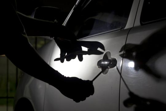 Car Thieves Operate 'Pinch And Park' Tactic To Avoid Being