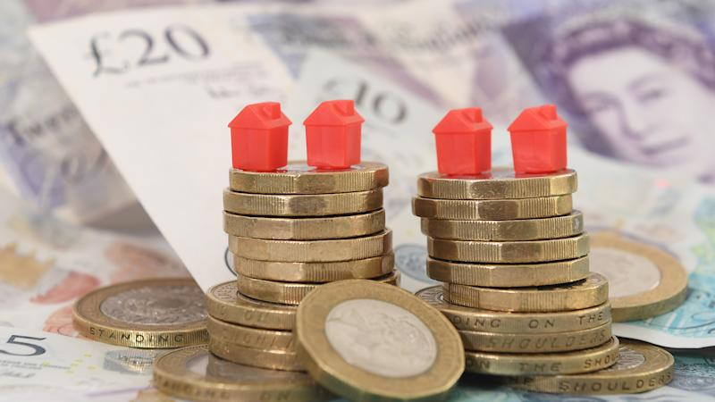 Home owners 'improving rather than moving', figures suggest