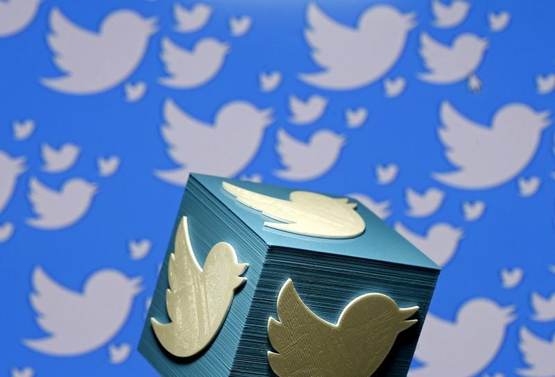 Twitter shares plunge on gloomy outlook and ad glitch