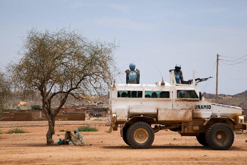 A picture released by the United Nations-African Union Mission in Darfur shows UN peacekeepers from South Africa escorting a humanitarian operation for the residents of Kassab camp in the Norhtn Darfur town of Kutum on August 9, 2012 (AFP Photo/Albert Gonzalez Farran)