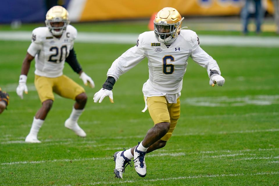 Notre Dame linebacker Jeremiah Owusu-Koramoah (6) was named the top linebacker in college football by the Butkus Award on Monday.