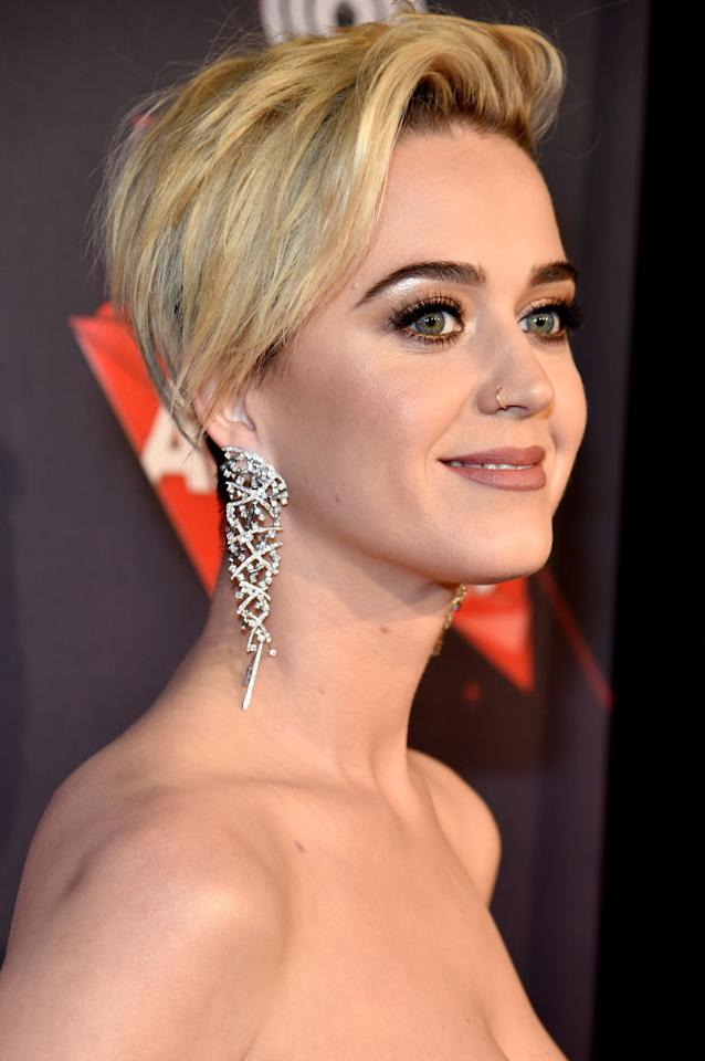 <p>The pop starslayed the iHeartRadio Music Awards red carpetwith her new Scarlett Johansson-inspired undercut, metallic gold eyeshadow, and blush lipstick. (Photo: Kevin Mazur/Getty Images for iHeartMedia) </p>