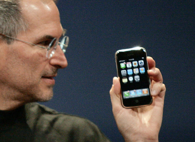 Apple Computer CEO Steve Jobs holds the new iPhone in San Francisco, Jan. 9, 2007. (Photo: Reuters/Kimberly White)