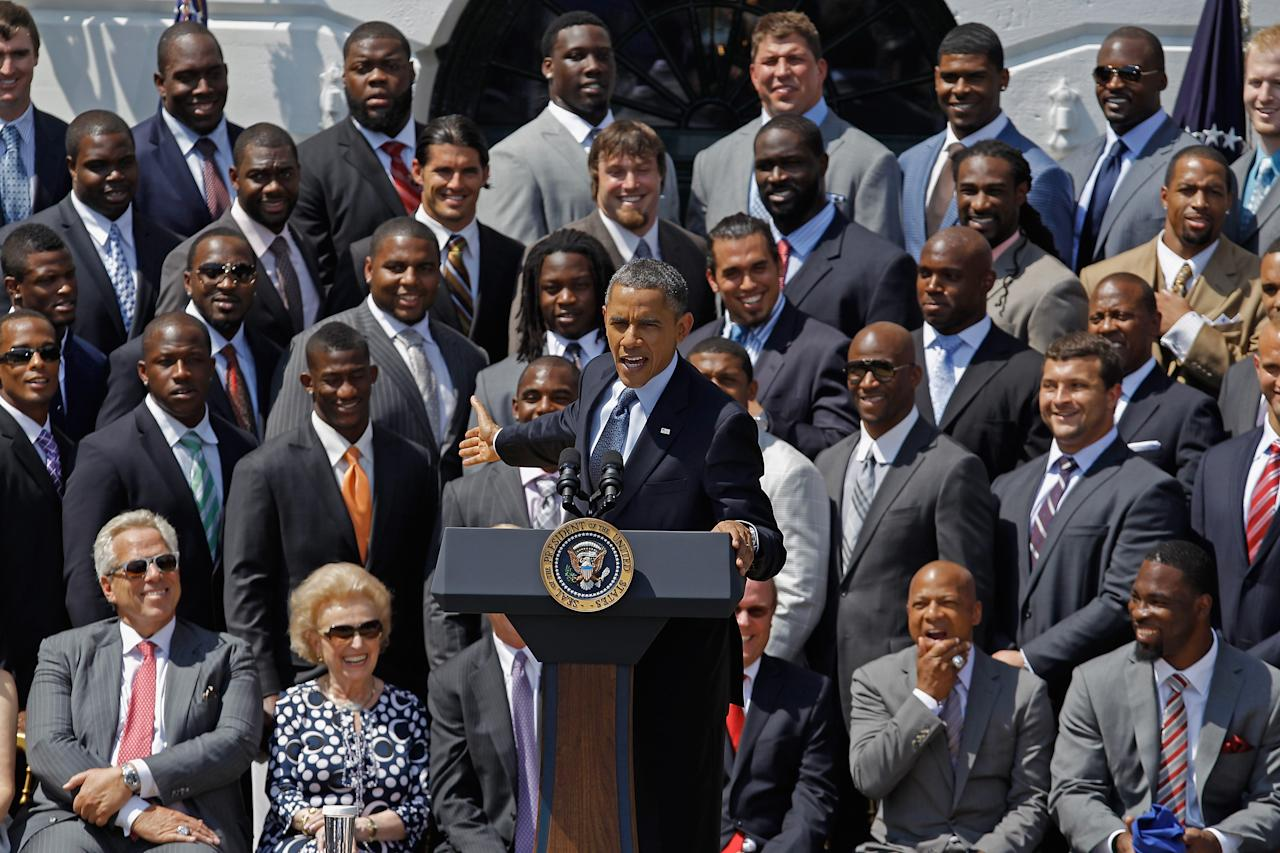WASHINGTON, DC - JUNE 08:  U.S. President Barack Obama (C) welcomes the National Football League Super Bowl champions New York Giants to the White House June 8, 2012 in Washington, DC. The Giants defeated The New England Patriots 21-17 to win Super Bowl XXXXVI.  (Photo by Chip Somodevilla/Getty Images)