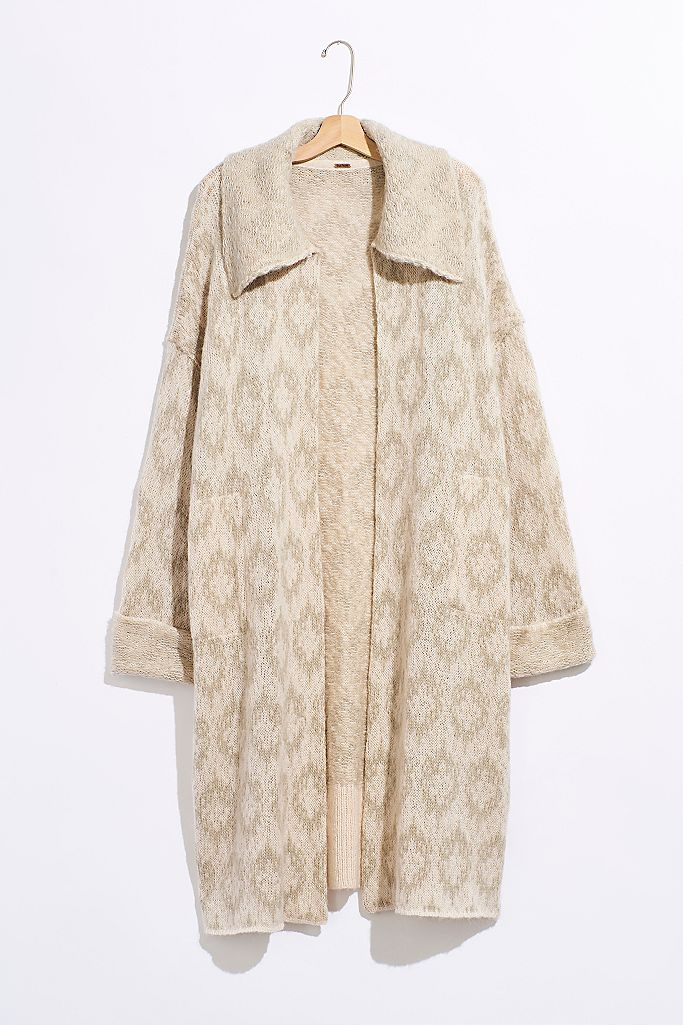 "<br><br><strong>Free People</strong> Like A Diamond Sweater Coat, $, available at <a href=""https://go.skimresources.com/?id=30283X879131&url=https%3A%2F%2Fwww.freepeople.com%2Fshop%2Flike-a-diamond-sweater-coat%2F"" rel=""nofollow noopener"" target=""_blank"" data-ylk=""slk:Free People"" class=""link rapid-noclick-resp"">Free People</a>"