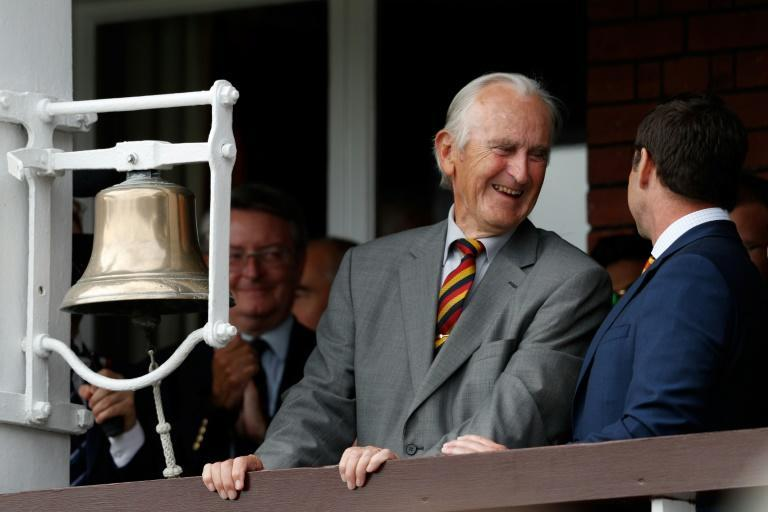 Former England cricket captain Ted Dexter described as one of England's greatest cricketers has died aged 86
