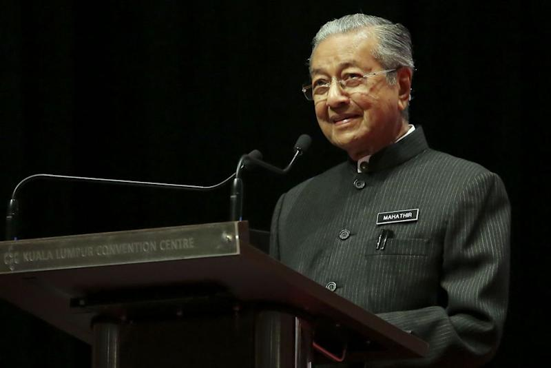 Malaysian prime minister calls Jews 'hook-nosed'