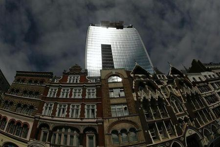 Sunlight is reflected from the Walkie Talkie tower in central London September 3, 2013. REUTERS/Stefan Wermuth