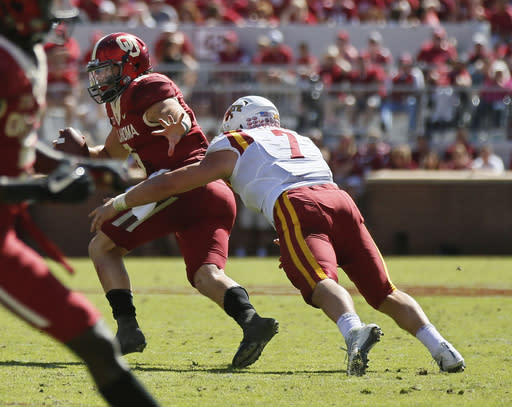 Iowa State's Joel Lanning (7) sacks Oklahoma quarterback Baker Mayfield (6) in the fourth quarter Saturday. (AP)
