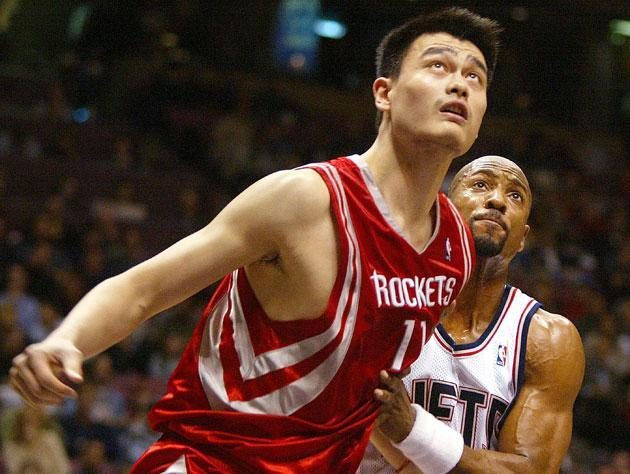 Yao Ming looks up. (Getty Images)