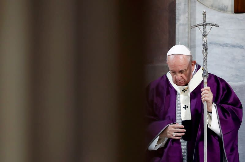 Pope cancels main public appearances to stop crowds gathering amid coronavirus