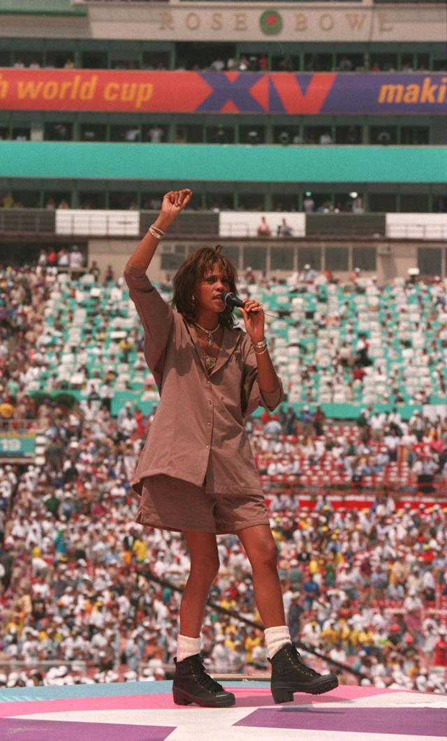 17 JUL 1994 : WHITNEY HOUSTON SINGS DURING THE CLOSING CEREMONY OF THE WORLD CUP BEFORE THE ITALY V BRAZIL 1994 WORLD CUP FINAL AT THE ROSE BOWL STADIUM IN PASADENA CALIFORNIA. Mandatory Credit: Billy Stickland/ALLSPORT