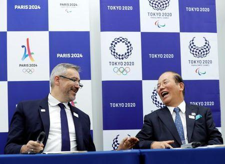 Etienne Thobois (L), Paris 2024 Director General, and Toshiro Muto, Tokyo 2020 CEO, attend a ceremony marking conclusion of MoU between Tokyo 2020 and Paris 2024 Olympic Games in Tokyo, Japan, July 11, 2018. REUTERS/Kim Kyung-Hoon