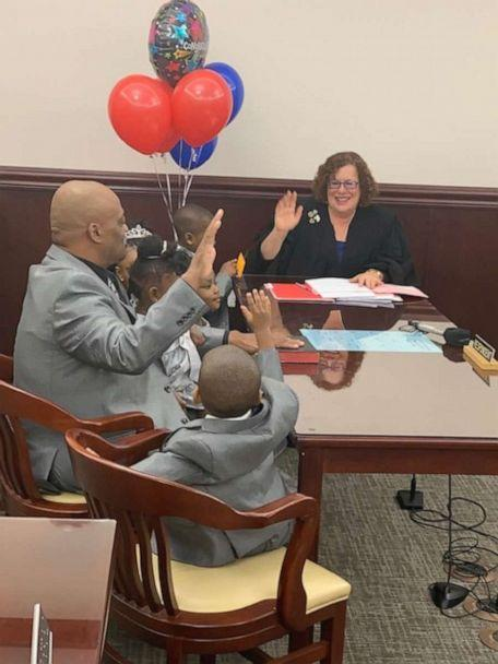 PHOTO: Lamont Thomas, a single father from Buffalo, New York, adopted Zendaya, 5, Jamel, 4, Nakia, 3, Major, 2 and Michaela, 1, on October 17, 2019, inside Judge Lisa Rodwin's courtroom. (Shantela Woods)