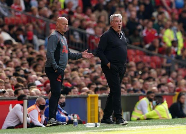 Steve Bruce, right, reacts during Newcastle's defeat
