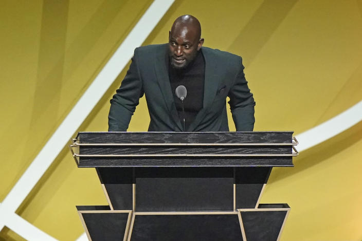 Kevin Garnett speaks during the 2020 Basketball Hall of Fame enshrinement ceremony, Saturday, May 15, 2021, in Uncasville, Conn. (AP Photo/Kathy Willens)