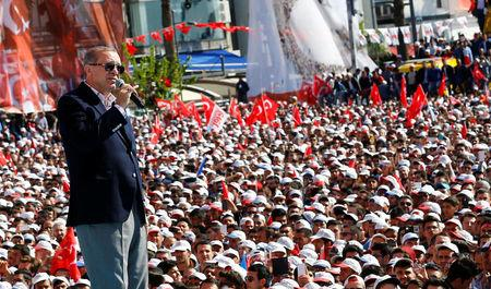 FILE PHOTO: Turkish President Tayyip Erdogan addresses his supporters during a rally for the upcoming referendum, in Izmir, Turkey, April 9, 2017. REUTERS/Umit Bektas