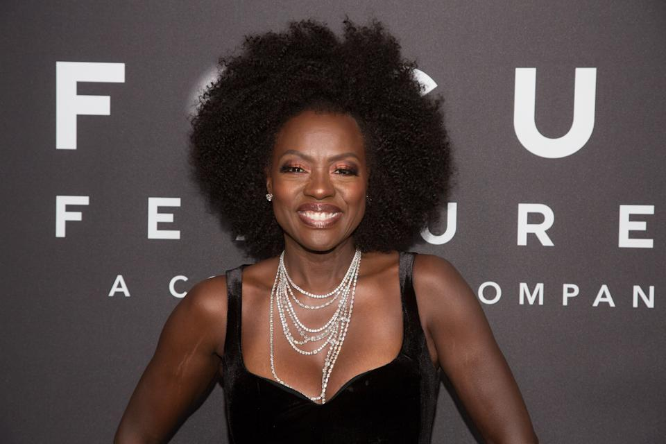 Viola Davis attends the Focus Features 2018 Golden Globe Awards after party wearing a voluminous Afro hairstyle. (Photo by Gabriel Olsen/FilmMagic)